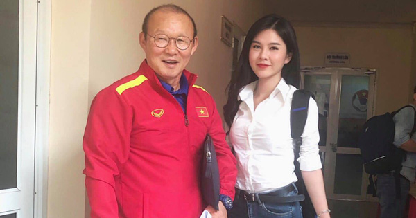 Dân mạng xôn xao vì hình ảnh cô gái xinh đẹp theo chân đội tuyển Việt Nam trong suốt mùa giải AFF Cup 2018