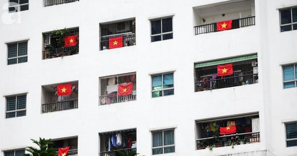 """Trước thềm chung kết AFF, cờ đỏ sao vàng """"nhuộm"""" cả một góc Linh Đàm, chỉ nhìn thôi đã thấy khí thế rợp trời"""