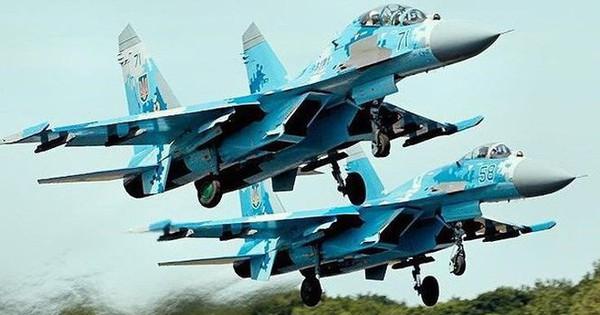 Hàng loạt chiến đấu cơ Su-27, Su-30 của Nga dồn dập bay tới Crimea giữa căng thẳng với Ukraine