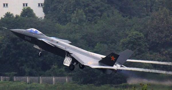 Tiêm kích thế hệ năm J-20 gia nhập không quân Trung Quốc