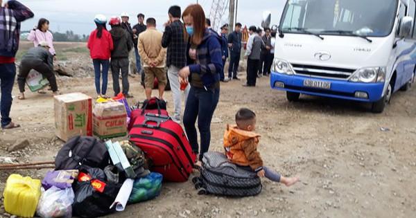 Hiện trường xe chở công nhân từ Sài Gòn về quê ăn tết gặp nạn, 2 người tử vong