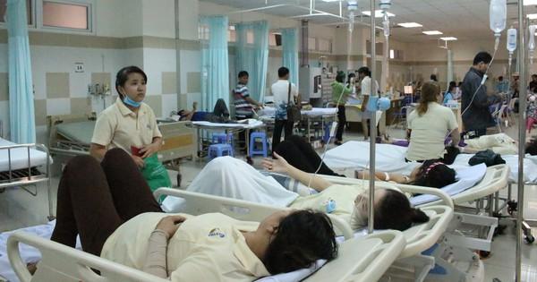 Ăn bánh mì với gà nấu cà ri, hàng trăm công nhân nhập viện cấp cứu ngày giáp tết