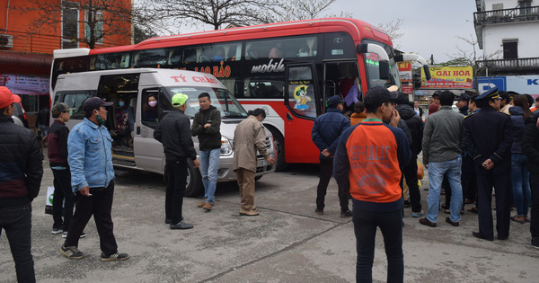 Tài xế nhồi nhét 80 người trên chiếc xe 46 chỗ về quê ăn tết