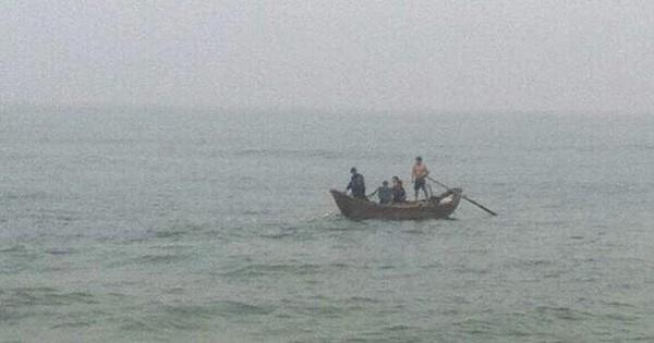 Quảng Ngãi: Tắm biển mồng 3 Tết, 3 thanh niên mất tích