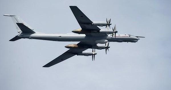 """3 tiêm kích Nhật Bản """"hộ tống"""" máy bay ném bom chiến lược Tu-95MS của Nga"""