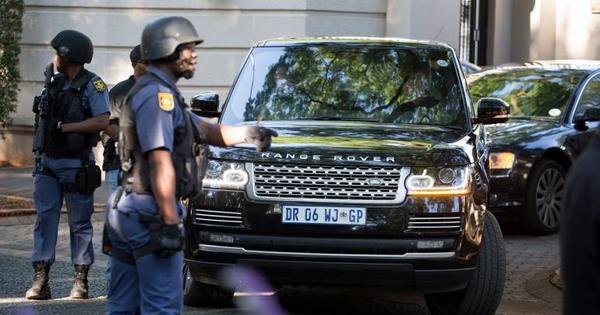"""Nam Phi bắt đầu thu hồi tài sản gia đình """"nhóm lợi ích"""""""