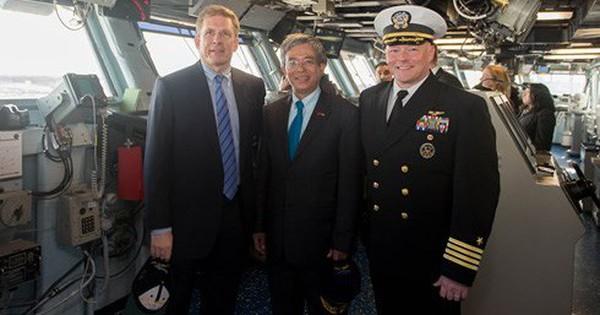 Đại sứ Việt Nam tại Mỹ thăm Norfolk và tàu sân bay USS George H.W.Bush