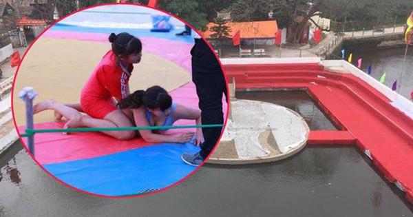 """Hà Nội: Nhiều nữ """"vật thủ"""" về so tài trên sới vật nổi lềnh bềnh giữa ao"""