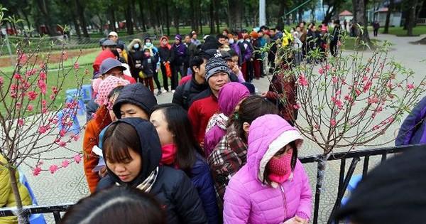 Hà Nội: Phiên chợ tết 0 đồng dành cho người nghèo