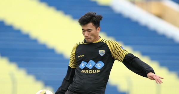 Thủ môn Tiến Dũng cùng đội tuyển U23 Việt Nam xuất hiện trong đề Văn và Tiếng Anh