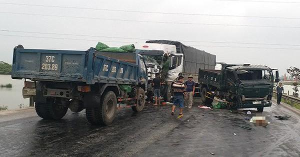 3 xe tải húc nhau trên đường tránh Vinh – Nghệ An