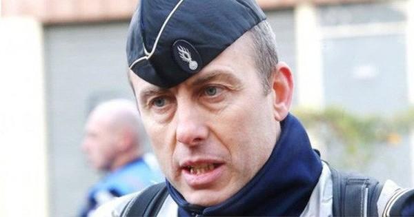 """Vụ nổ súng ở siêu thị Pháp: Cảnh sát nguy kịch vì """"thế mạng"""" con tin"""