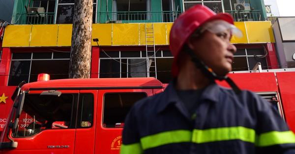 Cháy khách sạn ở Sài Gòn: Giải cứu khẩn cấp 11 khách nước ngoài và 8 người Việt Nam