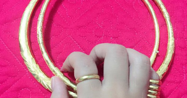 """Bị mắng là """"ngu"""" khi để mẹ chồng bán vàng cưới, nhưng lời nàng dâu trẻ đáp trả khiến ai nấy sững sờ"""
