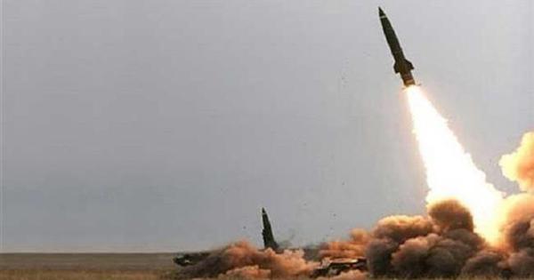 """Phiến quân Houthi nã tên lửa vào bể chứa của """"người khổng lồ"""" dầu mỏ Saudi Arabia"""