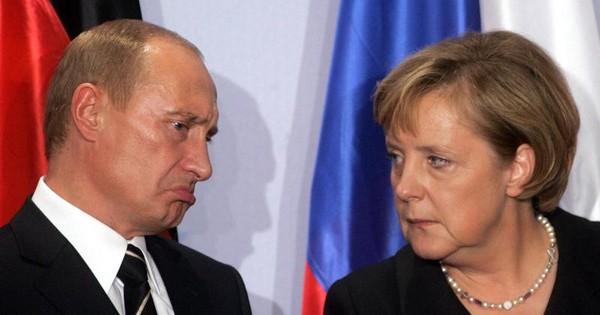 """""""Vừa đấm vừa xoa"""" Nga, Đức vòng vo về hồi sinh G8"""
