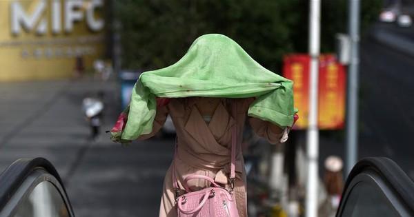 24h qua ảnh: Nắng nóng như đổ lửa ở Trung Quốc