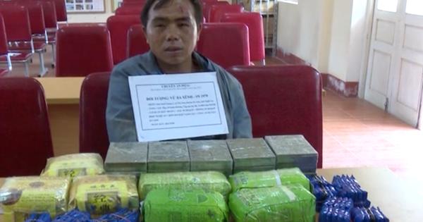 Thầy giáo mang vũ khí nóng đi giao dịch cả yến ma túy