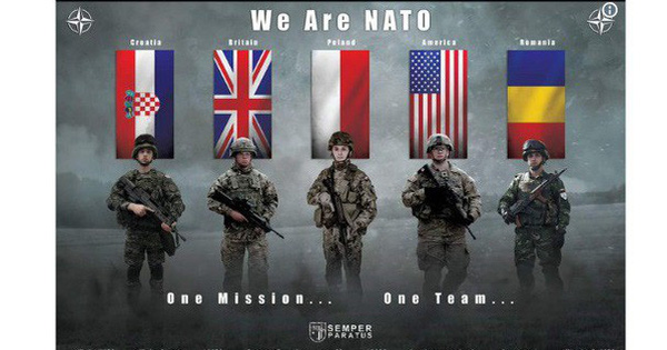 Lính NATO cầm súng trường Kalashnikov trong ảnh poster