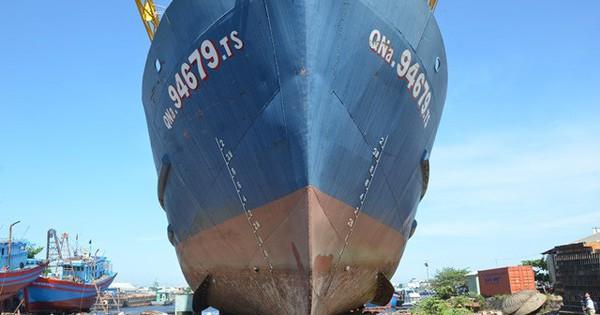 Vụ tàu vỏ thép vừa xuống nước đã hỏng máy: Công ty đóng tàu kiện ngược ngư dân ra tòa
