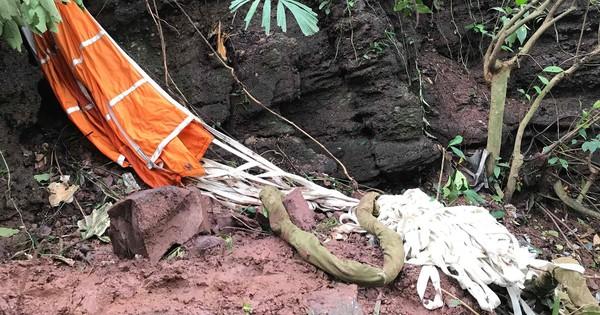 Hiện trường máy bay Su-22 rơi ở Nghệ An trên đỉnh núi Làng Dừa