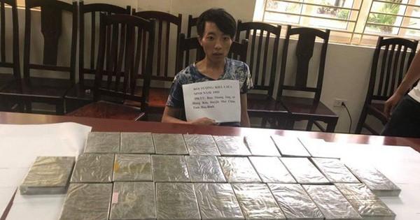 Nhận chuyển 26 bánh heroin với giá 10 triệu đồng