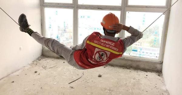 Hình ảnh người công nhân nằm ngủ vắt vẻo trên dây khiến dân mạng thích thú