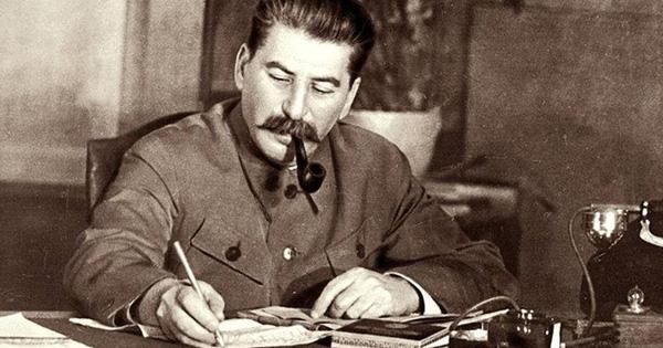 """Bộ Quốc phòng Nga giải mã """"mệnh lệnh"""" ném bom phát xít Đức của Stalin"""