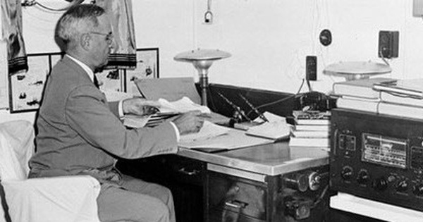 Tổng thống Mỹ Harry Trump và quả bom nguyên tử ném xuống Hiroshima