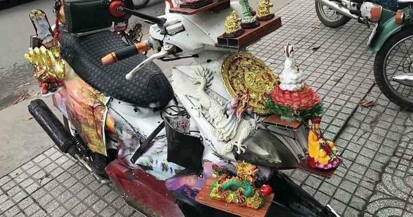 """Dân mạng cười ngất với chiếc """"xe máy cõi thiên thai"""" – sản phẩm """"trừ tà"""" giúp chủ nhân bình an giữa tháng cô hồn"""