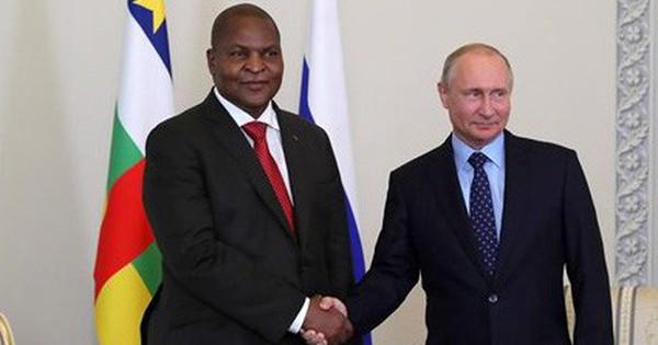 """""""Cuộc chiến mới"""" ngày càng khốc liệt giữa Nga và Trung Quốc ở châu Phi"""