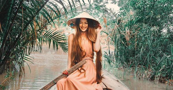 Công chúa tóc mây gốc Việt nổi tiếng MXH đưa người yêu về thăm quê nội, khoe ảnh chèo thuyền đẹp lịm tim ở Trà Vinh