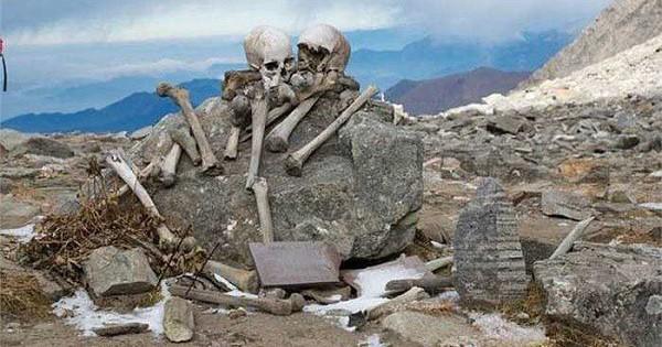 Lý giải về ngôi mộ chứa 800 bộ hài cốt ở độ cao 5.029m