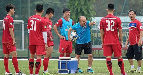 HLV Park Hang Seo không phải 'cây đũa thần', bóng đá Việt cần tự lực