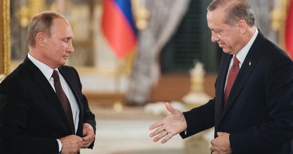 """Mời """"bạn thân"""" Putin thưởng thức tôm hùm, ông Erdogan quyết chọc giận Washington?"""