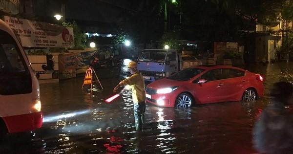 Hải Phòng: Mưa lớn kéo dài 3 giờ gây ngập lụt nghiêm trọng