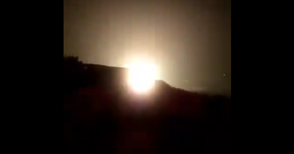 Khoảnh khắc nghi IL-20 của Nga bị tên lửa Syria bắn hạ