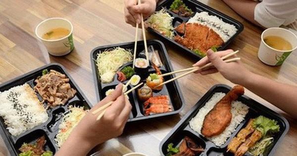 """Thị trường """"Trưa nay ăn gì"""" của dân công sở – cuộc chiến giữa Vinmart+, 7-Eleven, Circle K, Saigon Food, nhưng đối thủ mạnh nhất lại là quán cơm vỉa hè!"""