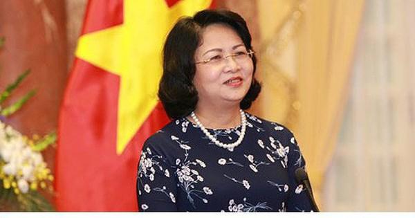 Phó Chủ tịch nước Đặng Thị Ngọc Thịnh trở về nước từ Diễn đàn Phụ nữ Á – Âu