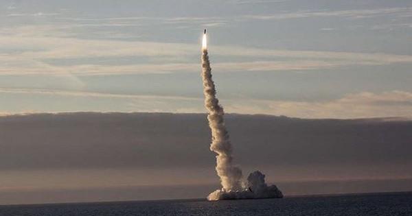 Truyền thông Mỹ cảnh báo sức mạnh tàu ngầm mang tên lửa siêu thanh Nga
