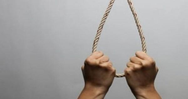 Người đàn ông gọi điện cho vợ rồi treo cổ tự tử