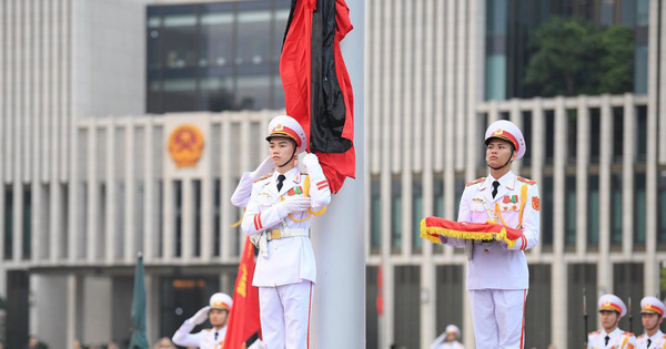 [TRỰC TIẾP] Khắp nơi treo cờ rủ Quốc tang Chủ tịch nước Trần Đại Quang