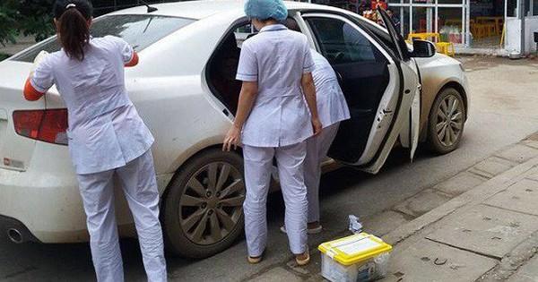 Mẹ bầu khuyết tật đẻ rơi trên taxi: Ca đẻ rơi đặc biệt đầu năm 2018