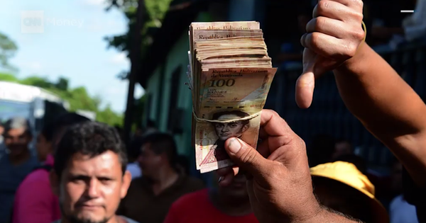 Khủng hoảng Venezuela: Đi 3 ngân hàng không rút nổi 2.000 đồng