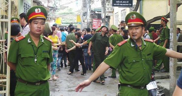 """Giải cứu bé gái khỏi tay người bố có biểu hiện """"ngáo đá"""" ở Hà Nội"""