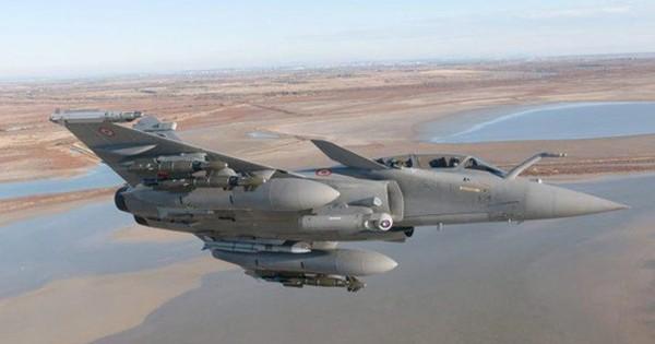 Pháp chi 2,3 tỉ USD mua 28 phiên bản nâng cấp của máy bay Rafale