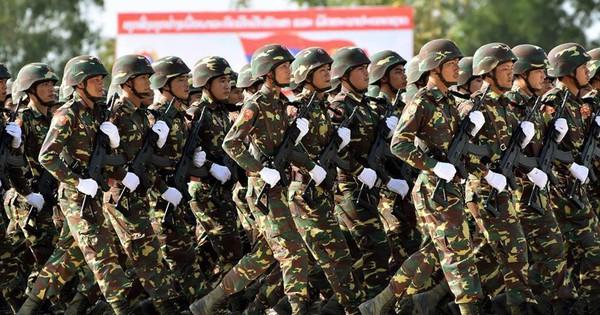"""Vũ khí """"Made in Vietnam"""" hùng dũng sánh cùng vũ khí Nga, Trung Quốc trong Duyệt binh ở Lào"""