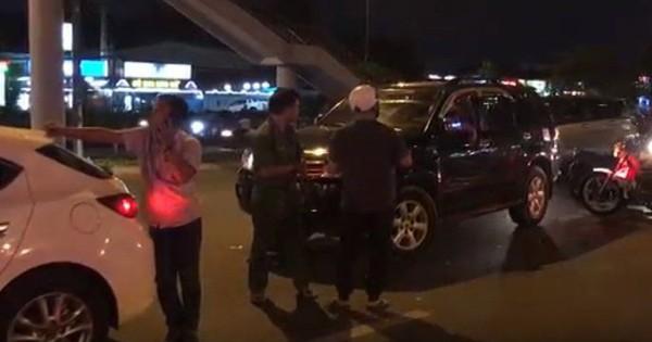 Nữ tài xế say xỉn gây tai nạn, lùi xe định bỏ chạy trên phố Sài Gòn