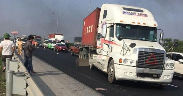 Xe container đâm công nhân làm đường tử vong trên cao tốc Pháp Vân – Cầu Giẽ