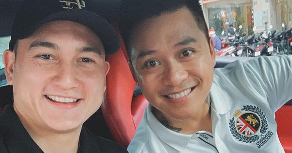 Tình cờ gặp ca sĩ nổi tiếng, Văn Lâm còn được đi nhờ siêu xe 16 tỷ đồng về đại bản doanh của tuyển Việt Nam